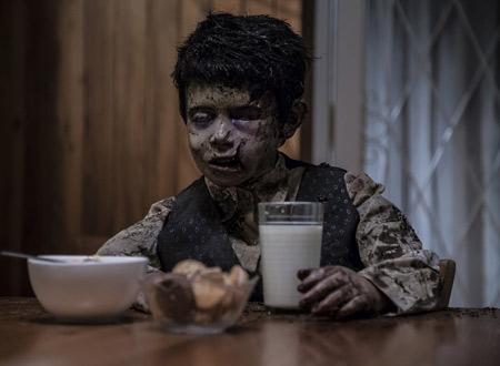 牛乳を飲む死体