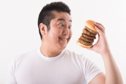 ハンバーガーを食うデブ